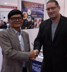 Marc Kahlberg CEO MKISC with LT. GEN. PIYAPHAN SIDOGBUAB Royal Thai Army